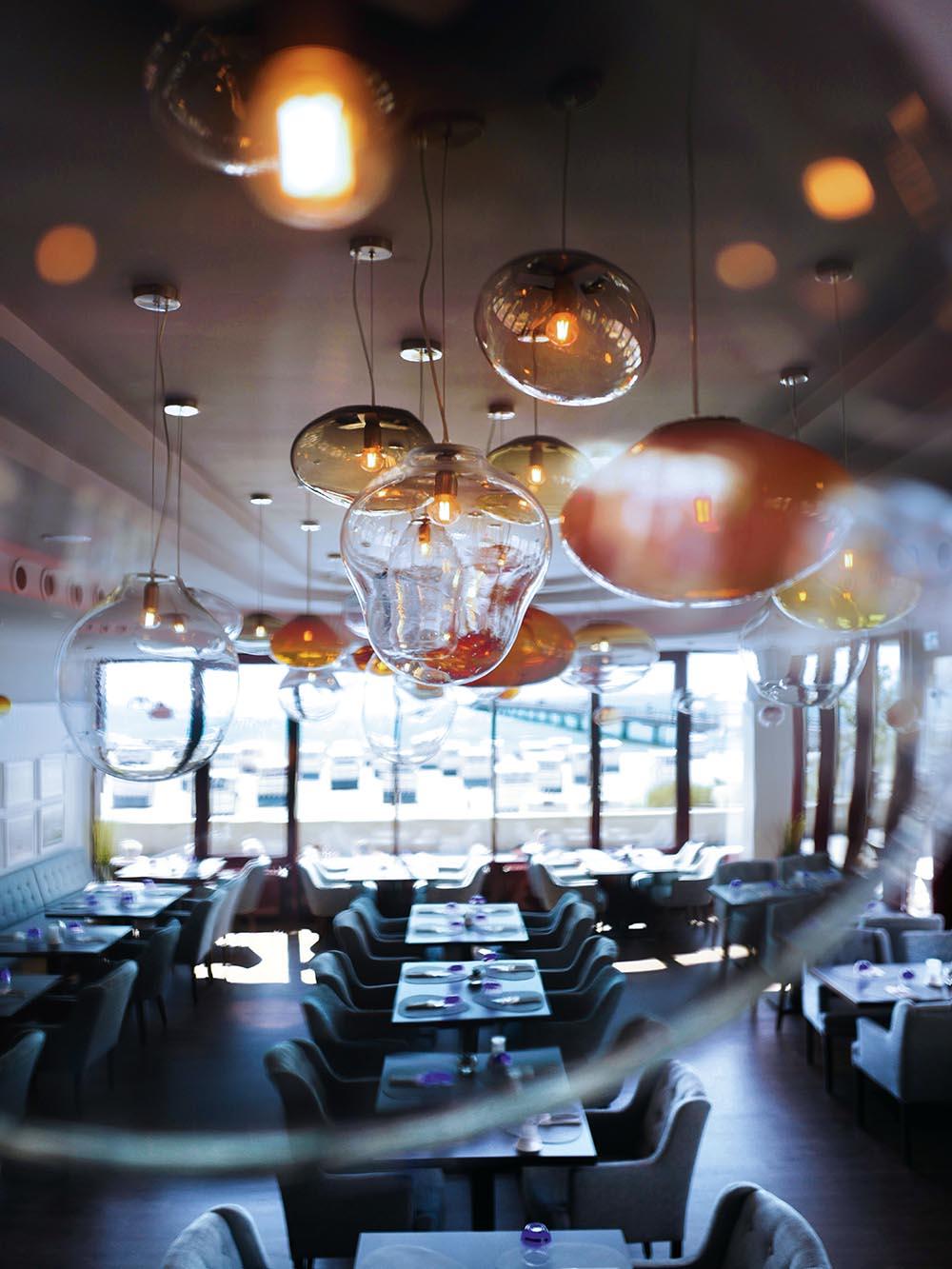 ELOA - Unique Lights SEASIDE Project_Restaurant&Bar_Seaside_photoby_Esther_Gummig_02_RGB_LR